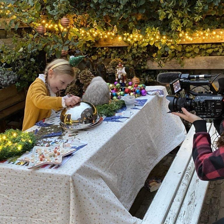 Moestuinmeisje Roos bij Kerstspecial Beestenbrigade Boswachter Tim NPO